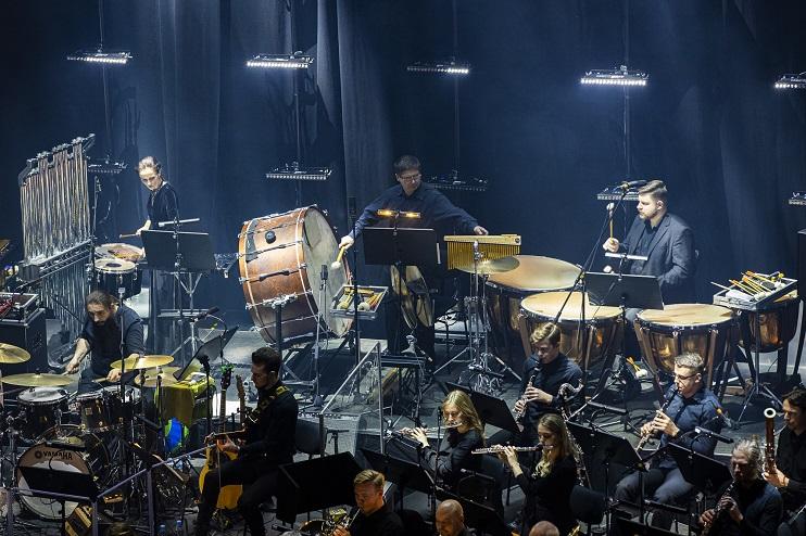 Liepājas Simfoniskā orķestra mūziķi uz skatuves