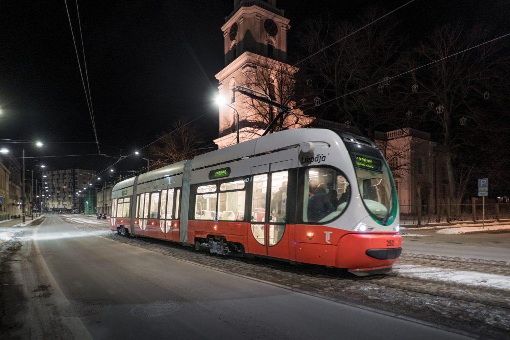 Jaunie zemās grīdas tramvaji