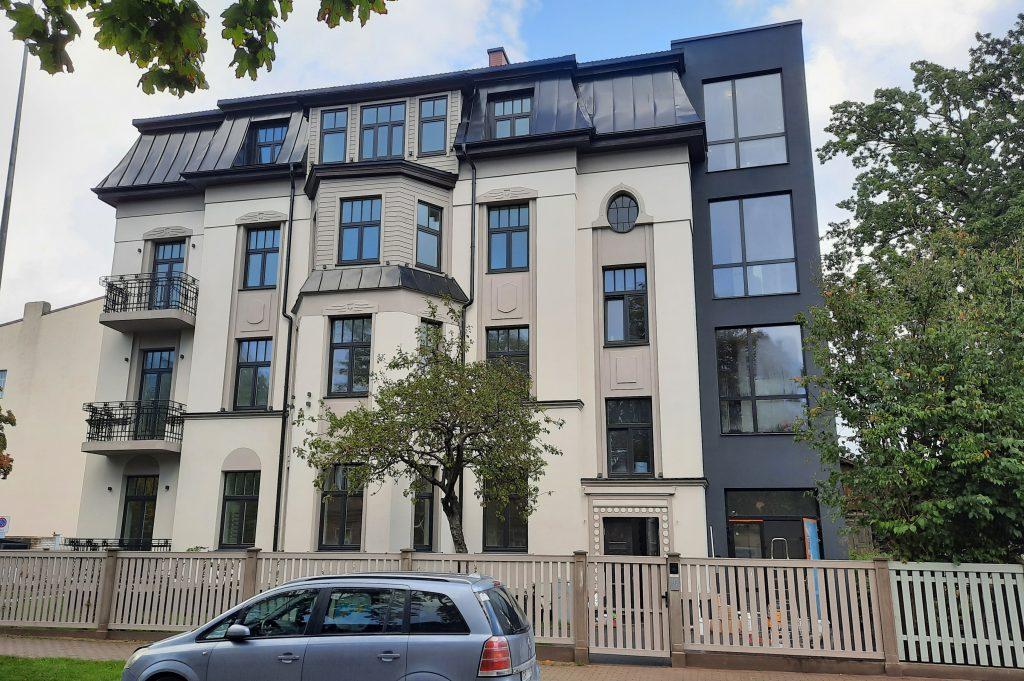 atjaunota daudzdzīvokļu māja Dzintaru ielā 9, Liepājā