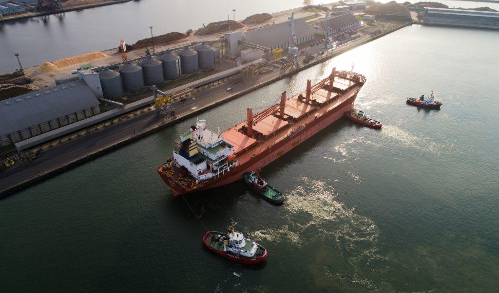 Liepājas ostā piestājis Liels kravas kuģis