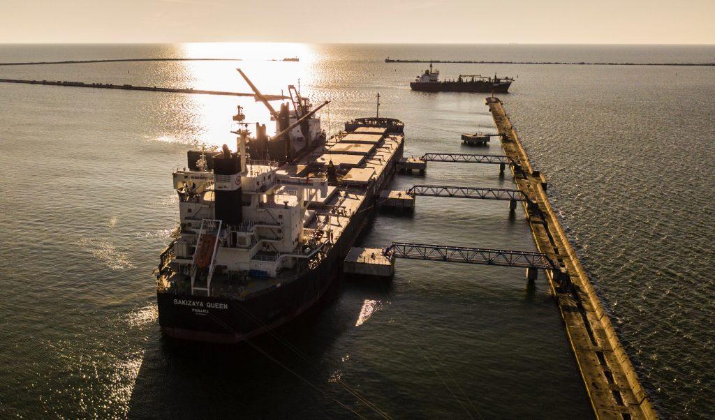 Liels kravas kuģiv Liepājas ostā