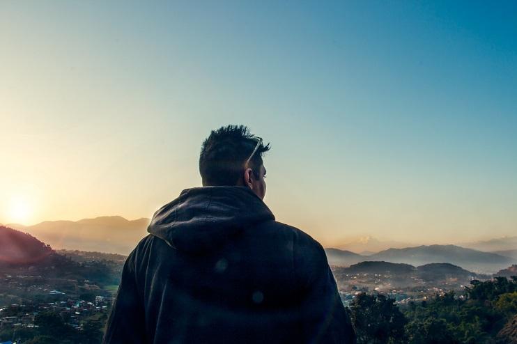 Vīrietis un kalni